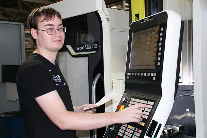 Выпускник машиностроительного факультета на рогачёвском заводе «Диапроектор»