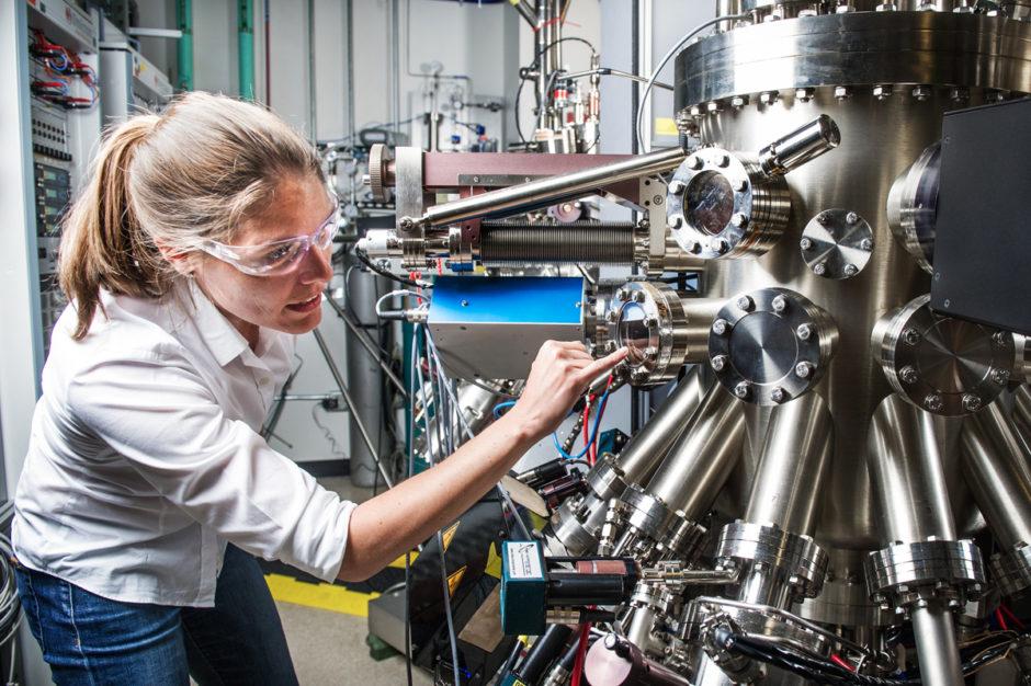 Среди ученых и инженеров в Европе стало больше женщин