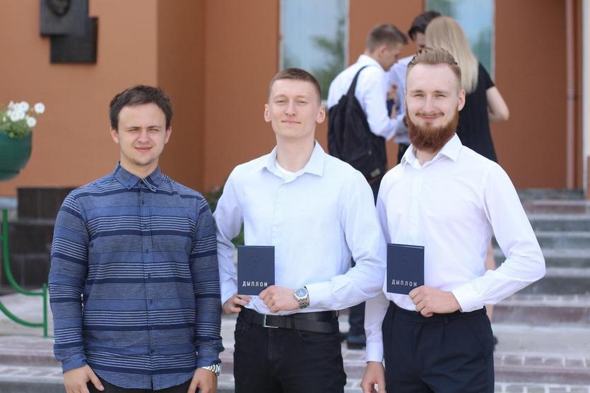 Торжественное вручение дипломов на машиностроительном факультете ГГТУ 13.jpg