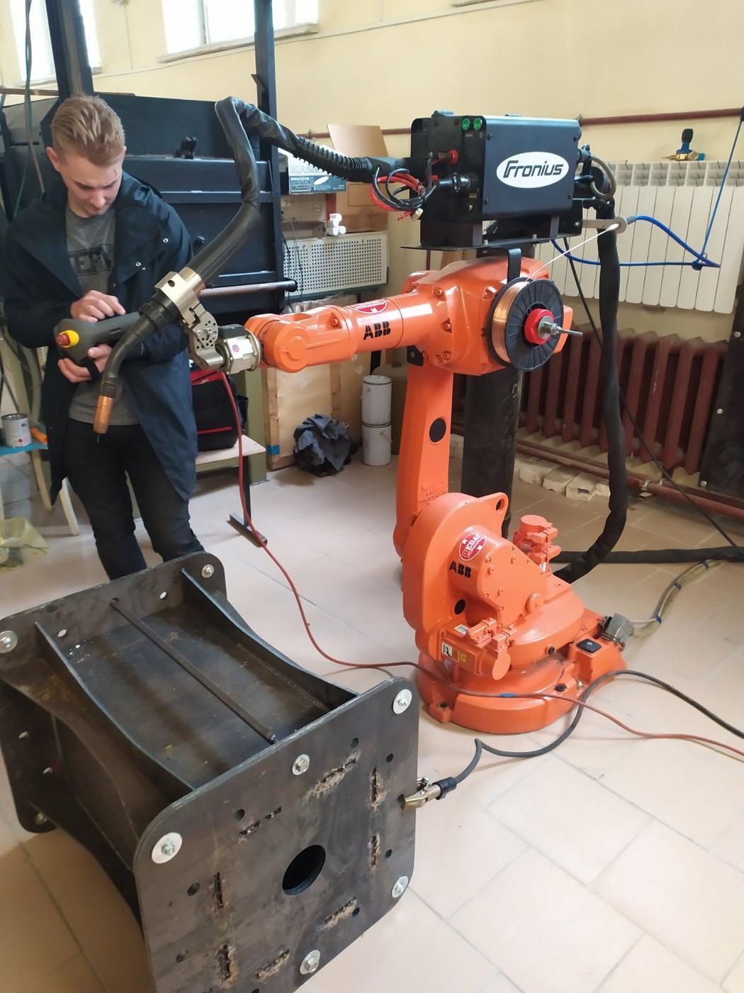 Еще один робот «поселился» в ГГТУ имени П.О.Сухого