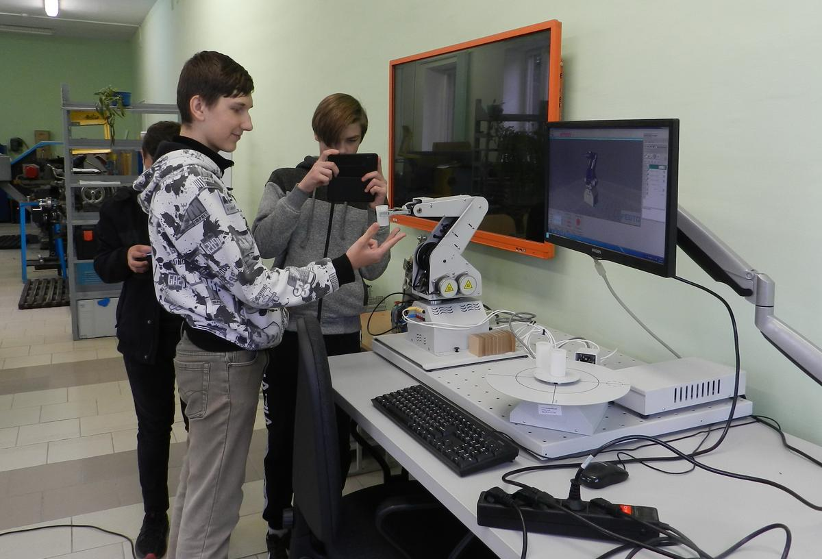 Машиностроительный факультет помогает школьникам определиться с выбором будущей профессии 3604