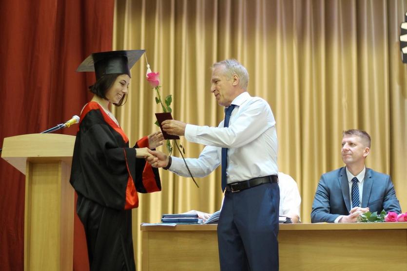 Торжественное вручение дипломов на машиностроительном факультете ГГТУ 06.jpg