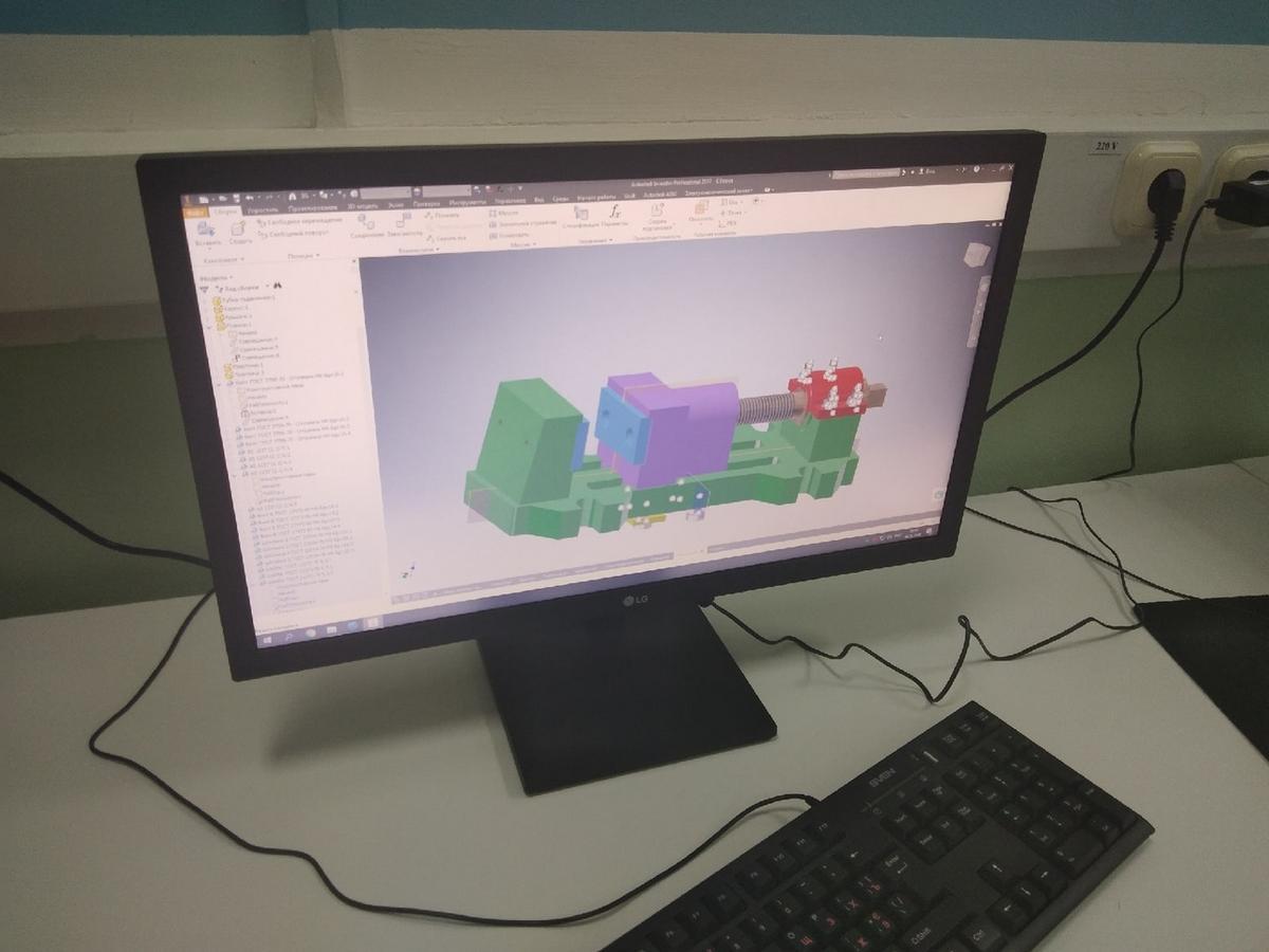Состоялся областной конкурс «JuniorSkillsBelarus» в компетенции «Инженерный дизайн CAD». Среди членов жюри - представители машиностроительного факультета ГГТУ им.П.О.Сухого