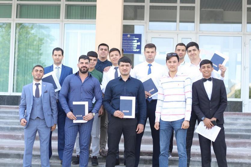 Торжественное вручение дипломов на машиностроительном факультете ГГТУ 12.jpg
